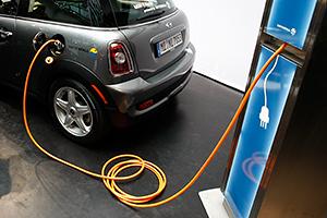 BMW инвестирует в разработку электрокаров