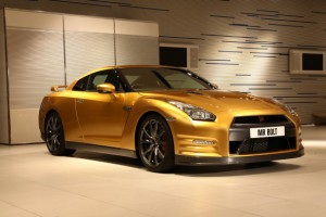 usain_bolt_gold_nissan_gt_r_right_front_1_623x389_300x200