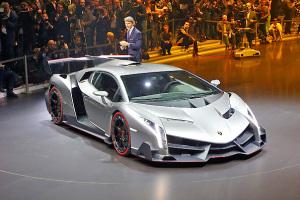 Был представлен суперкар Veneno