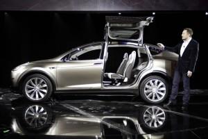 Tesla Model X оснастят полным приводом