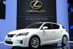 Lexus озвучил стоимость новых моделей CT 200h