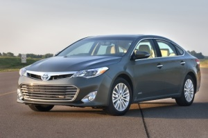 Toyota испытает беспроводную зарядку электрокаров