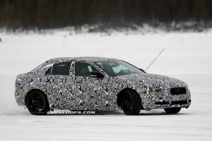 Jaguar XE выпустили покататься по снегу