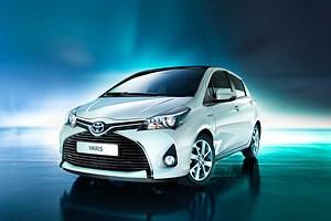 Toyota показала фото обновленного хетчбэка Yaris
