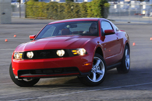 2010-ford-mustang-gt_300_extra_43933