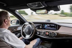 Mercedes тестирует беспилотный передвижной офис
