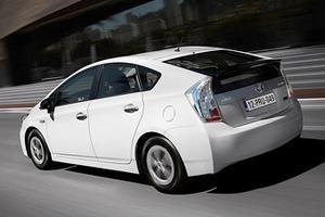 Белый цвет наиболее популярен у автомобилистов