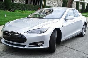 «Тесла» стала самым быстрым электрокаром