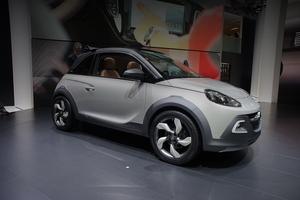 Opel вывел на тесты новый кроссовер