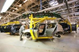 Nissan приостанавливает производство