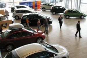 Продажи легковушек в России упали на 30 %